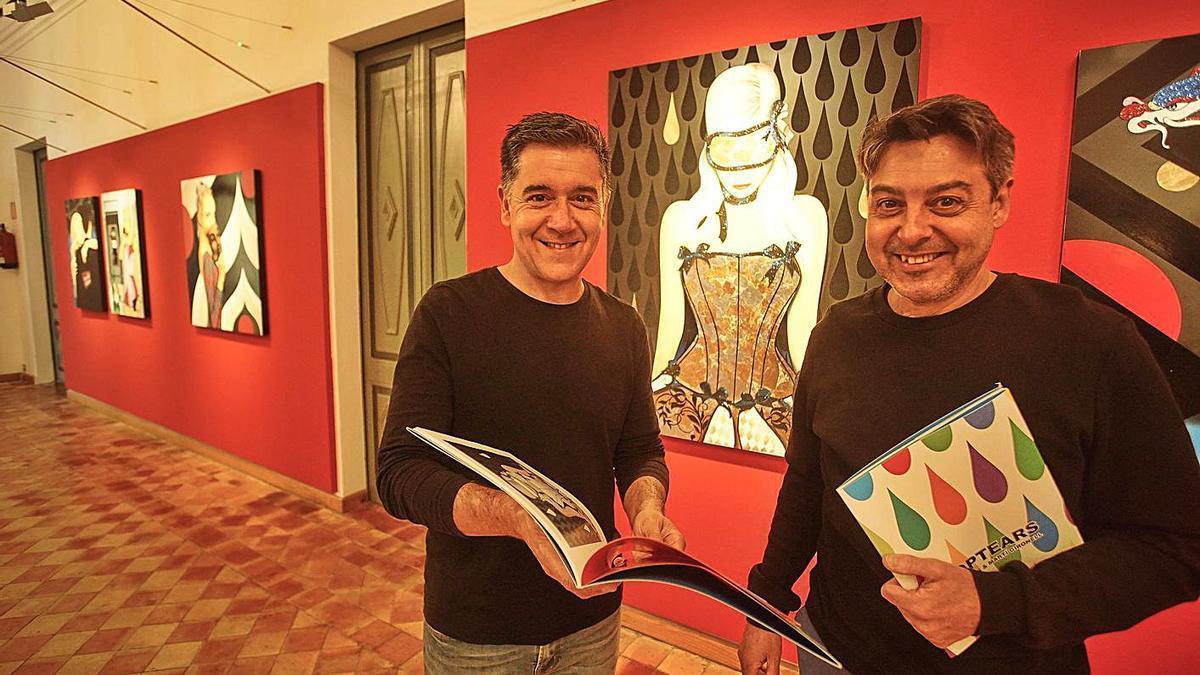 L'escriptor Martí Gironell i l'artista Narcís Gironell, creadors de l'exposició «PopTears».    MARC MARTÍ