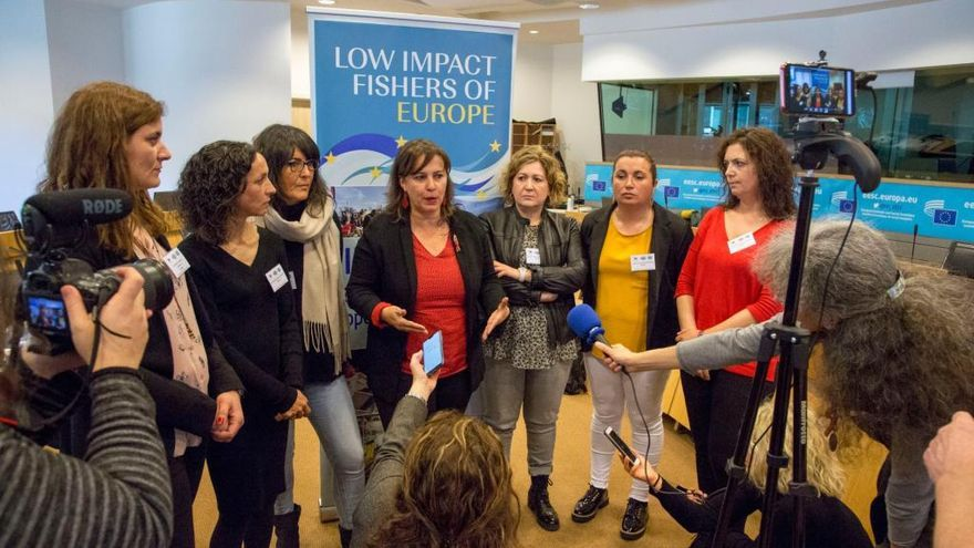 Voz y fondos para las mujeres del mar