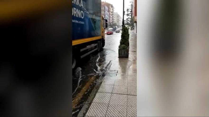 Así ha afectado la tormenta a la calle Hermanos Pidal en Oviedo