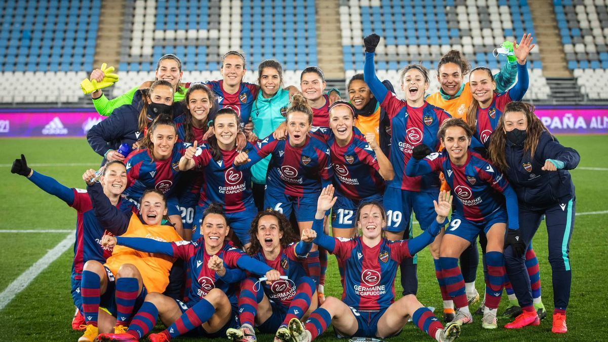 Las jugadoras del Levante con el logotipo de Germaine de Capuccini en sus camisetas