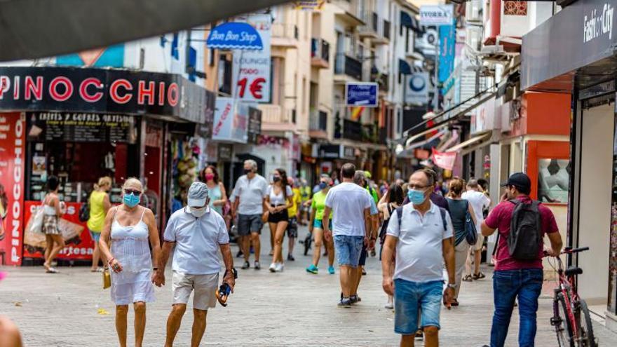 El Brexit y la tarjeta de residente suben el padrón en Benidorm que supera los 70.000 vecinos