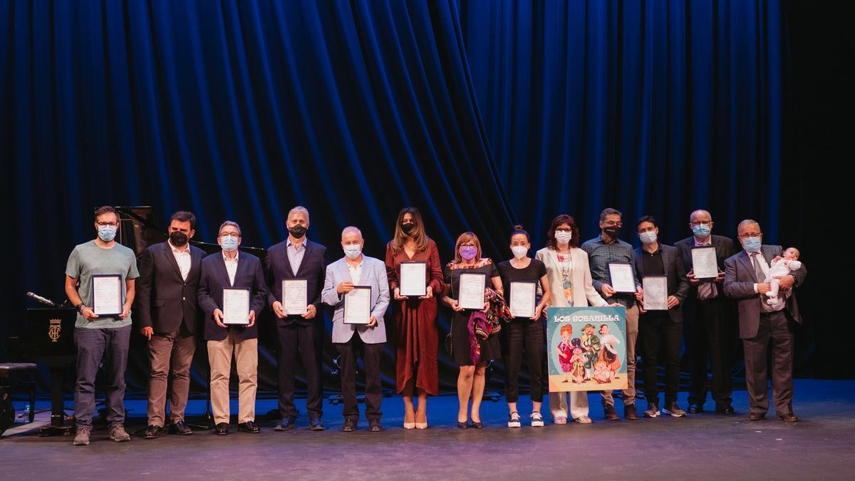 Foto de familia de los premios Cope Villena, celebrados el jueves en el Teatro Chapí.