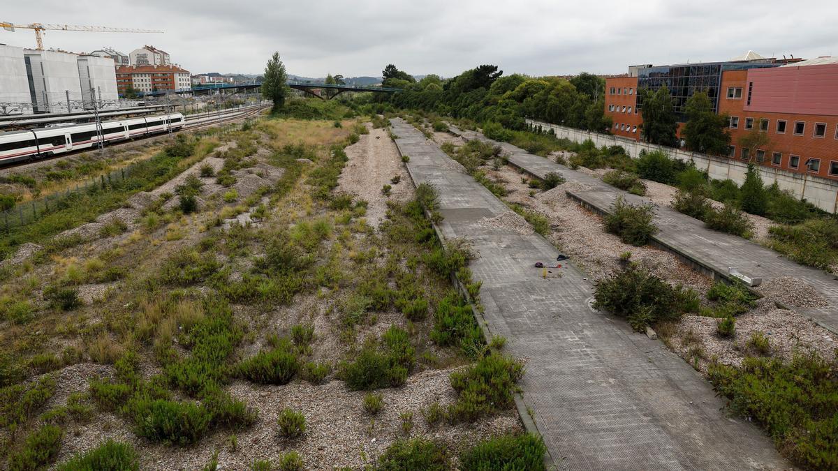 Terrenos de Moreda donde se va a ubicar la estación intermodal.