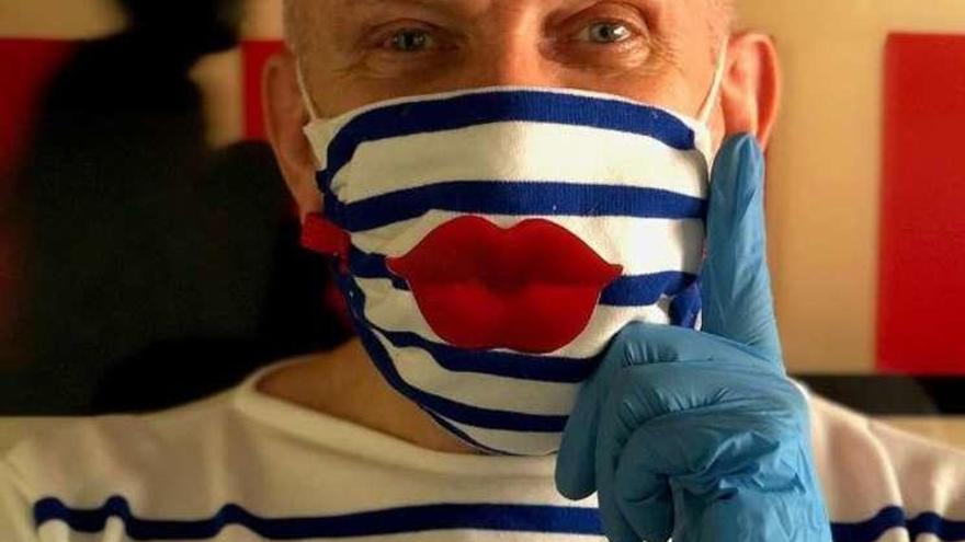 Gaultier apuesta por la mascarilla como obra de arte de un solo uso