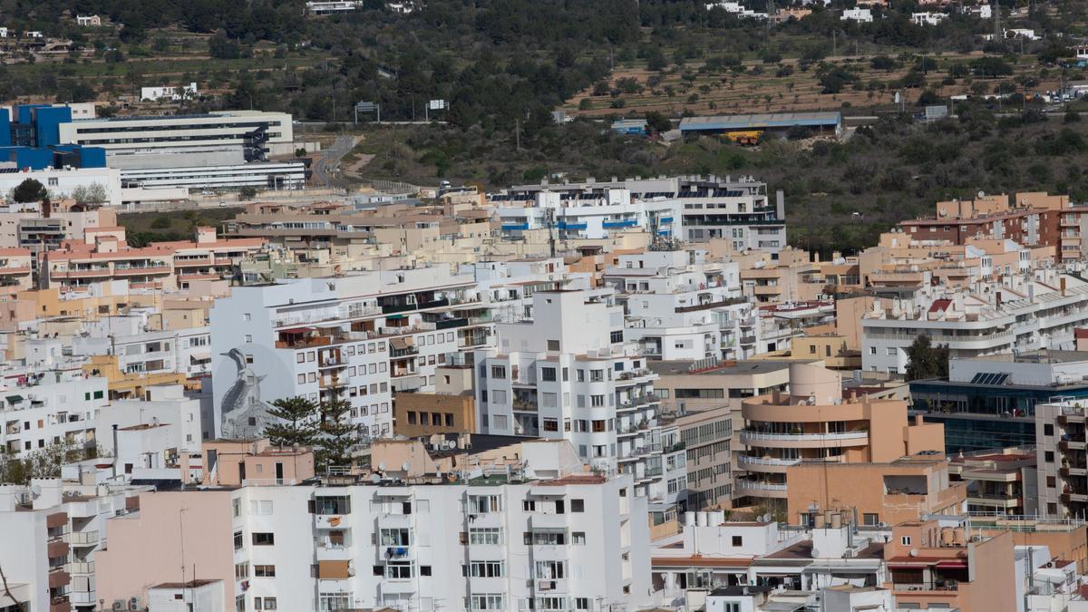 Imágenes de unos bloques de viviendas en la ciudad de Ibiza