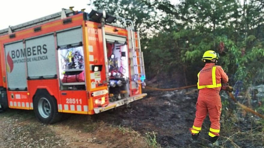 Una sucesión de incendios crea alarma en Rafelguaraf
