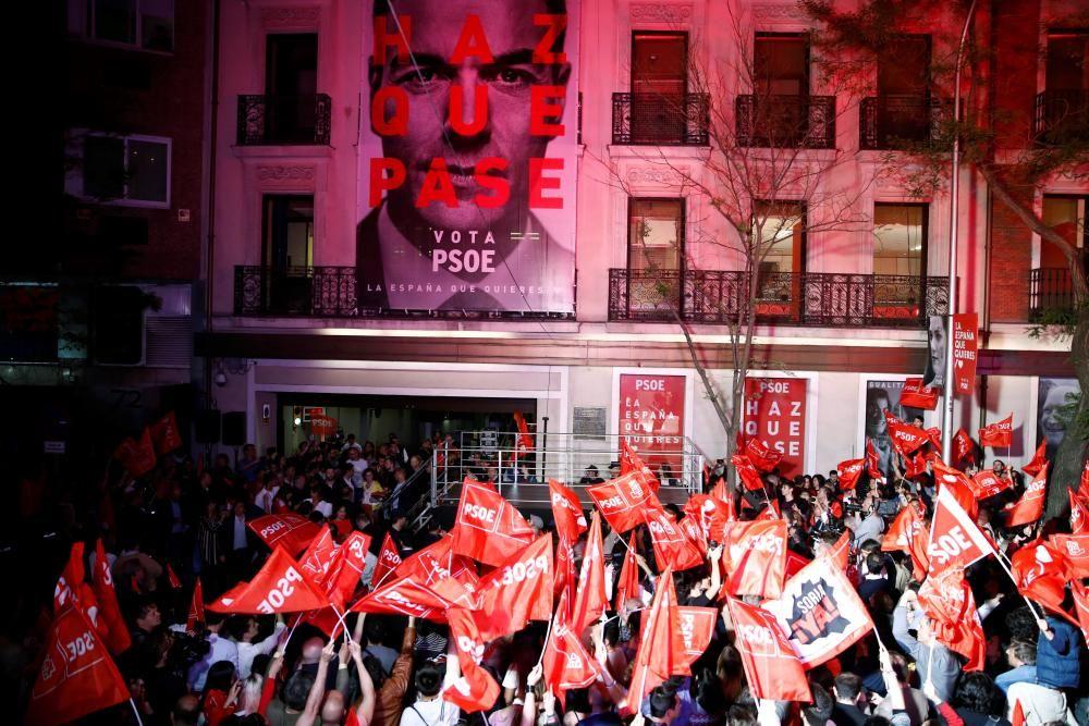 Las imágenes de la alegría del PSOE.