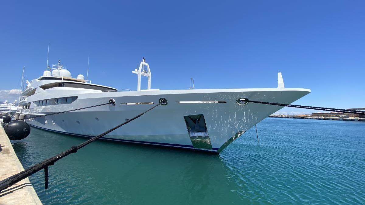 Atraca el Palma el 'Yasmine of the Sea', capricho flotante de la familia real catarí