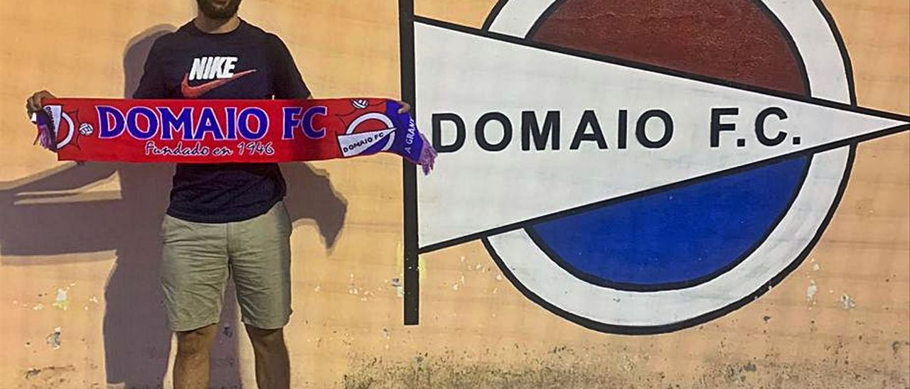 Diego Pedrido, entrenador del Domaio.    // FDV