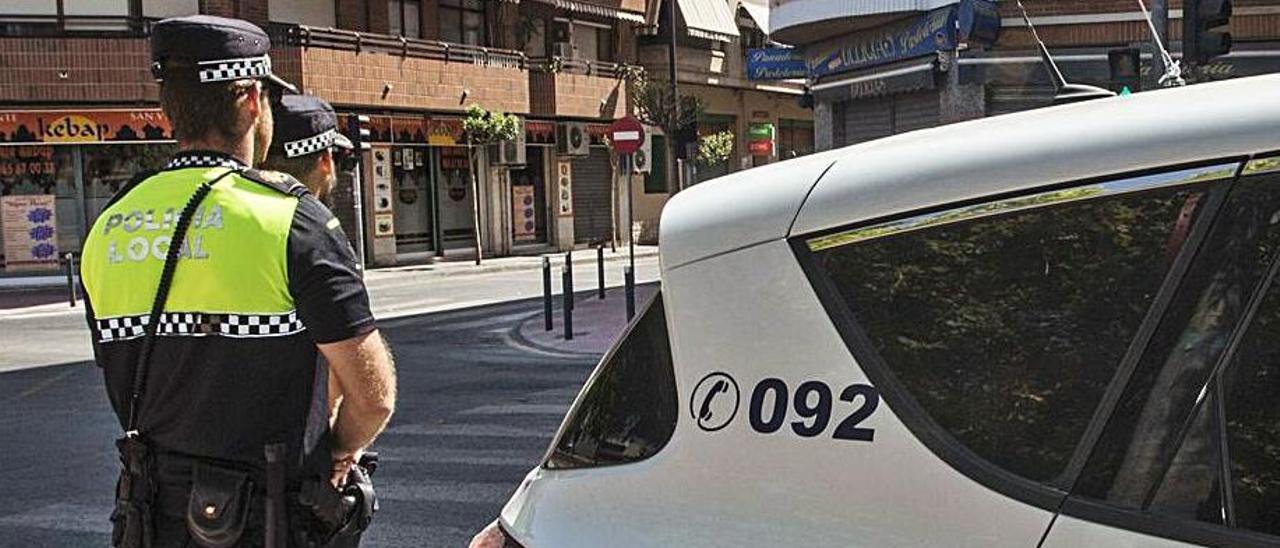 Patrulla de la Policía Local de San Vicente. | PILAR CORTÉS