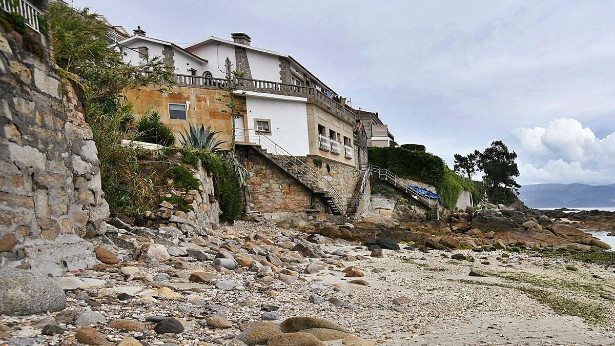 Playa de A Carabuxeira en Sanxenxo.     // GUSTAVO SANTOS