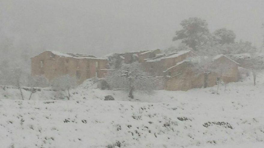 Un manto de nieve cubre El Maestrat y Alcoi