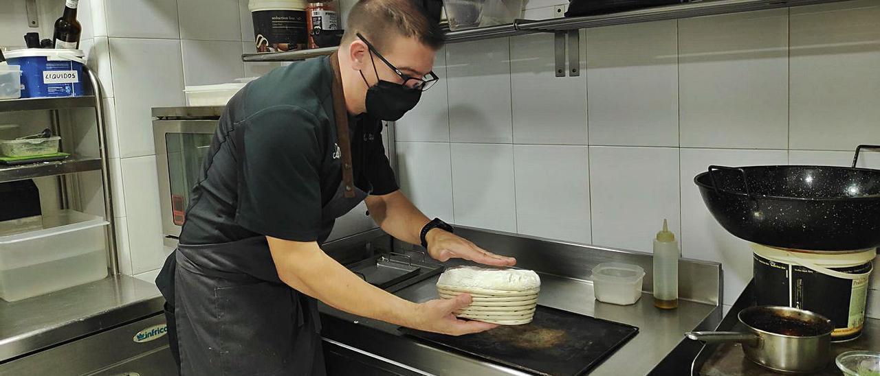 Manolo Peiró, cocinero de Ca Marc, abre las puertas de su cocina a Levante-EMV | LEVANTE-EMV
