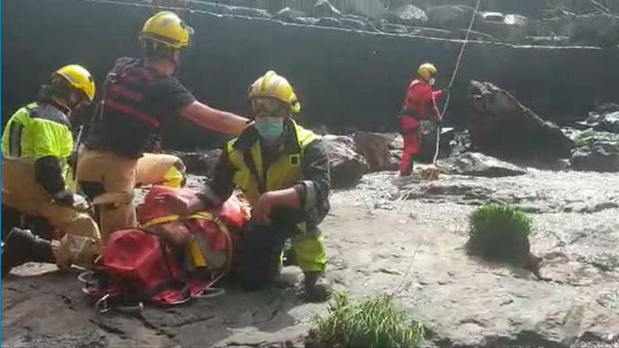 Evacuada en helicóptero una mujer herida en una zona de difícil acceso de Cabana de Bergantiños