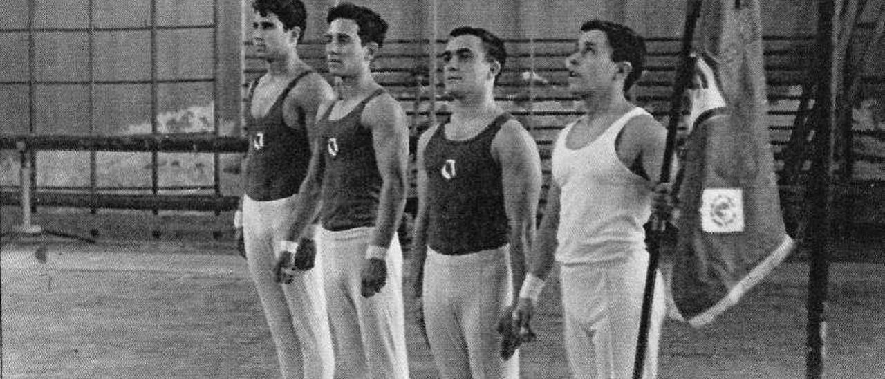 Equipo del Atlético Gijonés con Juan Gomila, José Antonio Marqués, José Antonio Vega e Iván Díez Cortina, en el Campeonato de España de 1961.