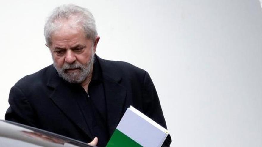 Lula declara per primer cop davant del jutge i diu que se sent perseguit