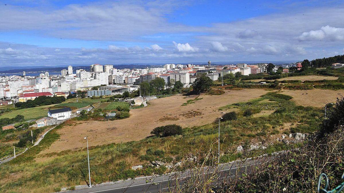 Entorno de la tercera ronda donde se prevé desarrollar el polígono de Visma, con el Ágora y viviendas de O Ventorrillo al fondo.