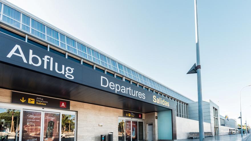 """CC tilda de """"atentado"""" que la nueva terminal de Tenerife Sur se aplace hasta después de 2026"""