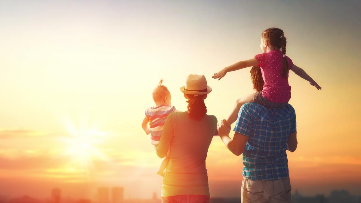 Familia con dos hijos.