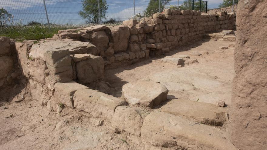 El jaciment a Santa Caterina permet repassar la història de l'indret des del segle XIII i hi apareixen vestigis romans