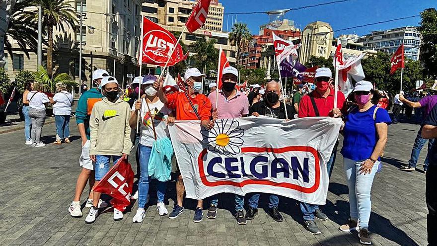 Los trabajadores del Grupo JSP se manifiestan frente al Cabildo