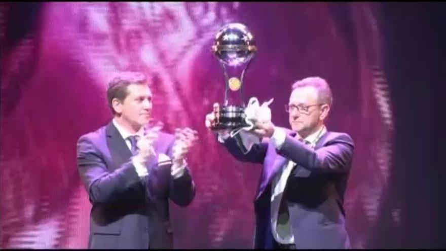 El Chapecoense recibe la Copa Sudamericana en una emocionante ceremonia