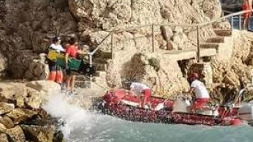 La costa clausurada de Ambolo y las calas acaparan los rescates en Xàbia