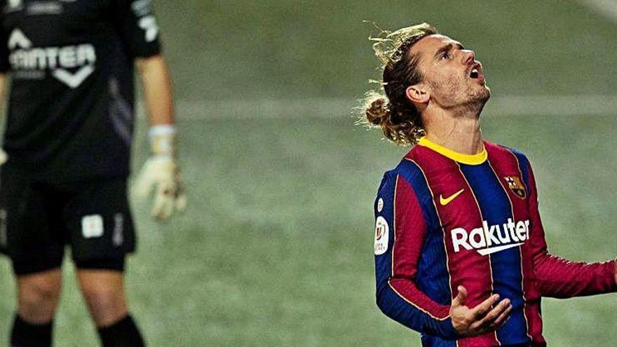 Koeman critica que el Barça jugui vuit partits seguits lluny del Camp Nou