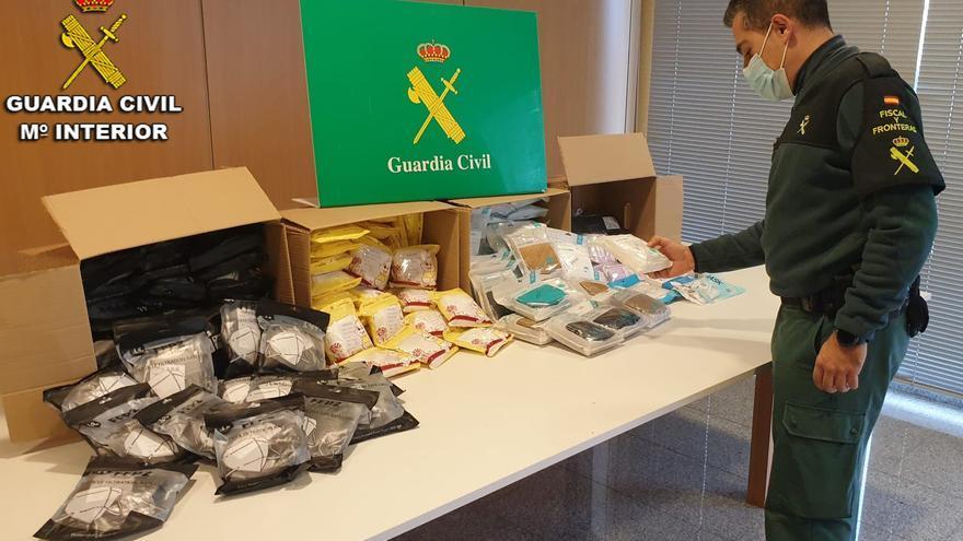 La Guardia Civil se incauta de casi dos mil mascarillas ilegales en un control de carretera en Vilaboa