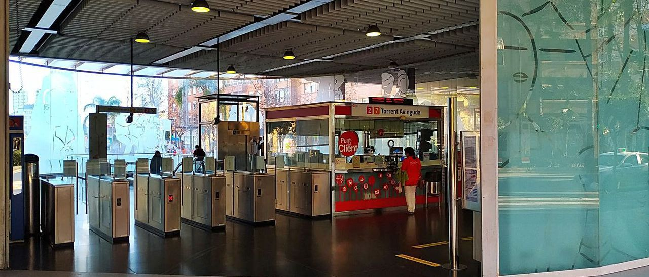 Estación de Torrent Avinguda, con poco tránsito un viernes por la tarde. | C.L.