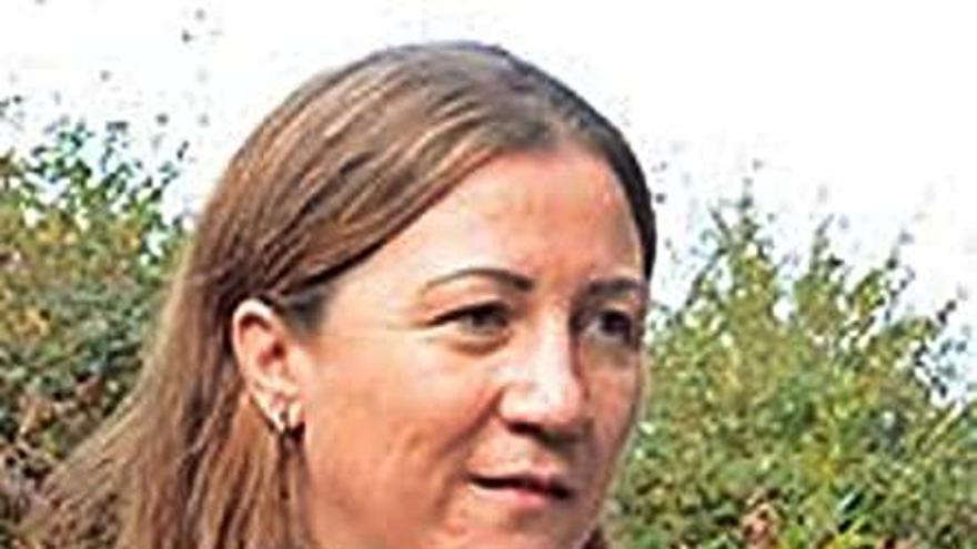 La alcaldesa de Boimorto reclama la baja en el PP pero sigue en el cargo tras su polémica vacunación