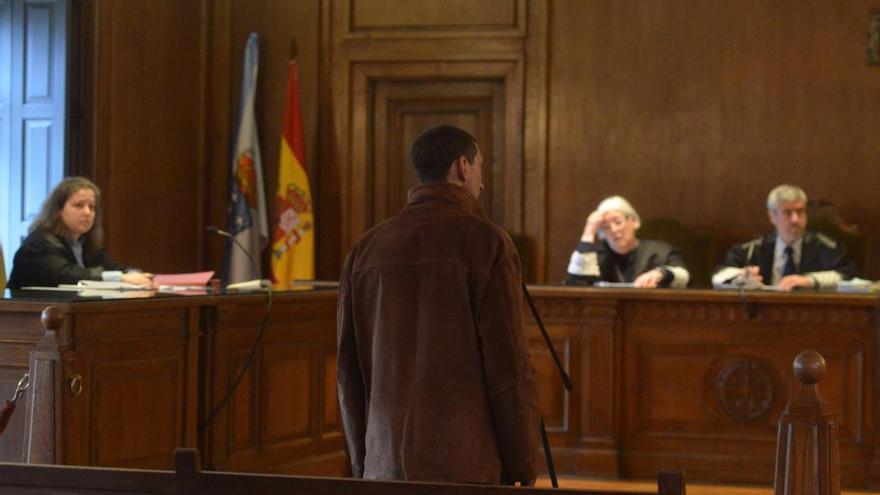 Los peritos aconsejan el internamiento del acusado de intentar quemar a su padrastro durante un brote psicótico