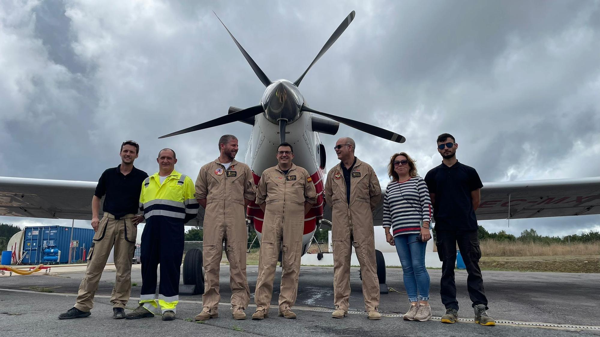 Así preparan los aviones de extinción en la base de Plysa en Doade