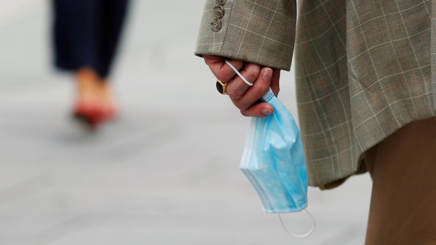 Sánchez anuncia que «aviat» l'ús de la mascareta al carrer deixarà de ser obligatori