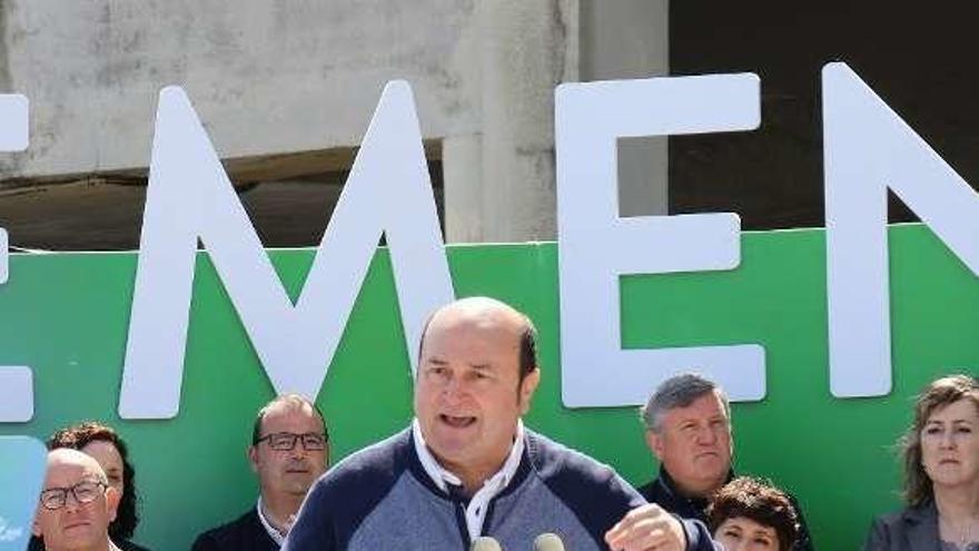 El PNV, entre el pragmatismo y la inquietud ante un posible acuerdo del PSOE con Cs