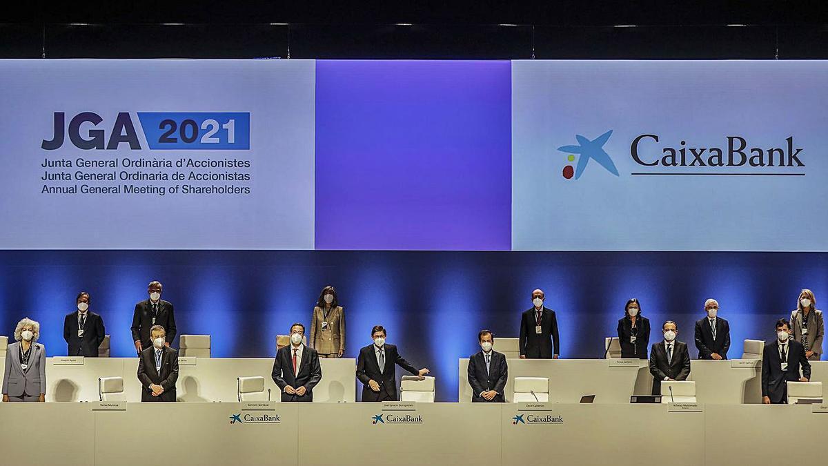 El president de Caixabank, José Ignacio Goirigolzarri, al centre | ROBER SOLSONA/EP