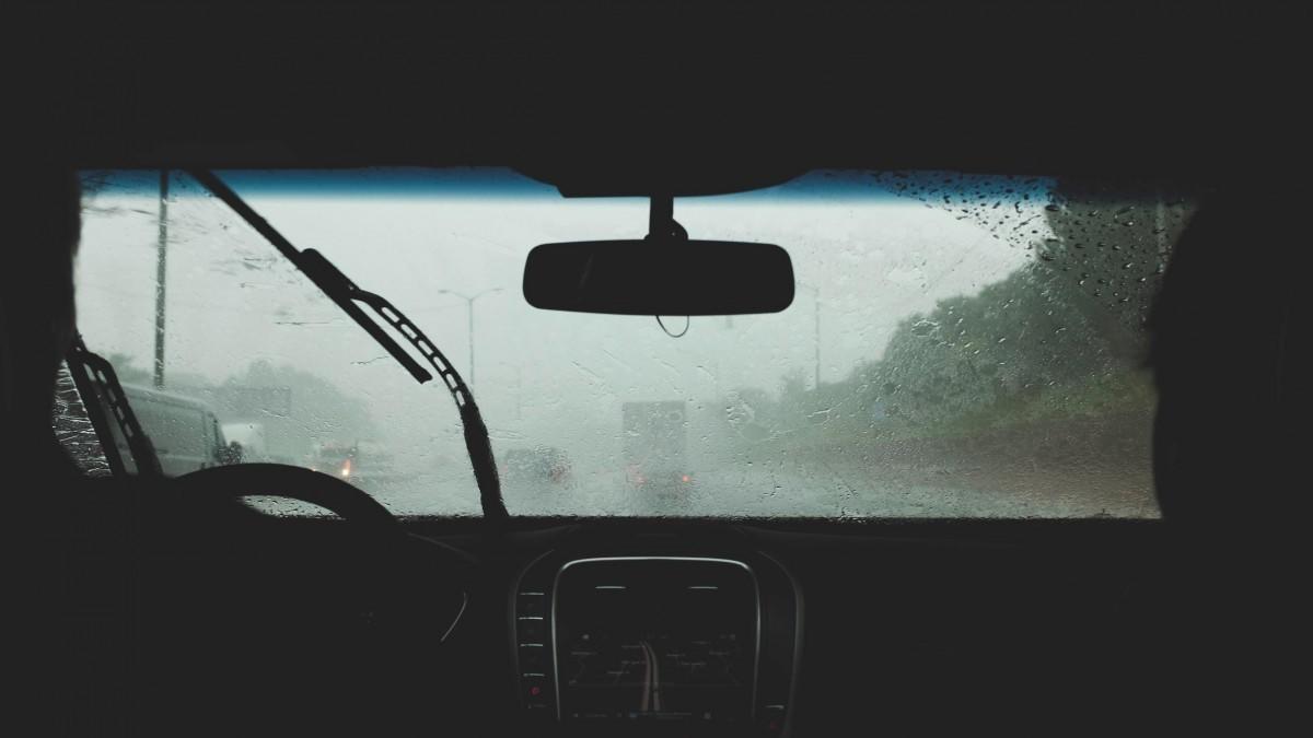 10 consejos para conducir con buena visibilidad en días de lluvia