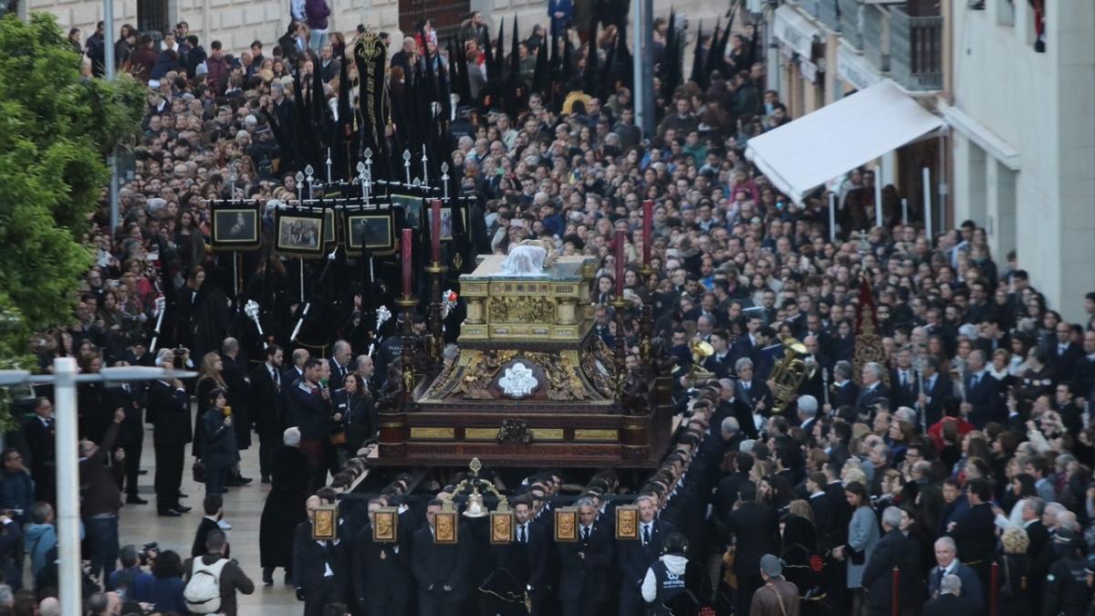 Imagen del Señor del Sepulcro un Viernes Santo.