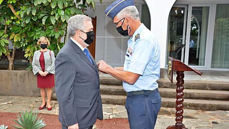 Antonio Aguilar Travieso, condecorado