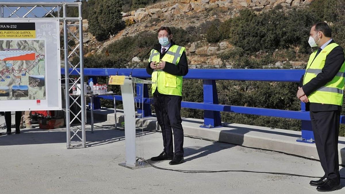 El jefe del Consell, Ximo Puig, y el ministro de Transportes, José Luis Ábalos, ayer en Morella, donde habló del plan para el ocio nocturno. | INFORMACIÓN