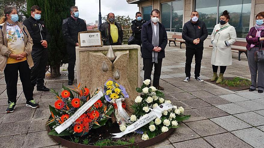 Vigo rinde un homenaje floral a víctimas de siniestros viales