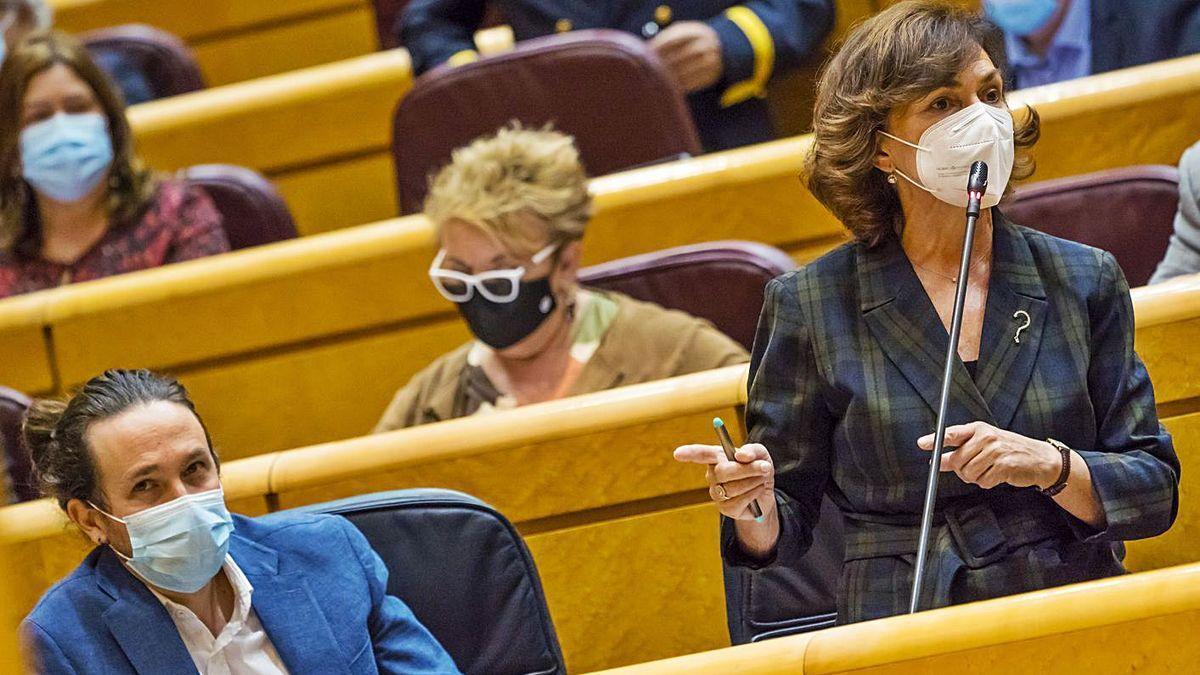 Carmen Calvo, junto a Pablo Iglesias, durante una reciente sesión de control al Gobierno en el Senado.