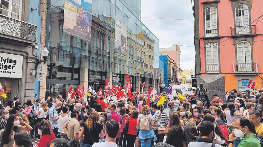 Huelga por los ERE en el Caixabank de Triana