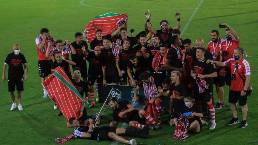 El equipo celebra el ascenso