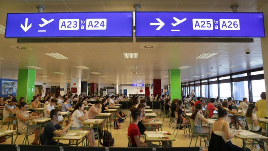 """Selectividad 2020: """"Hacer el examen en el aeropuerto es impactante"""""""