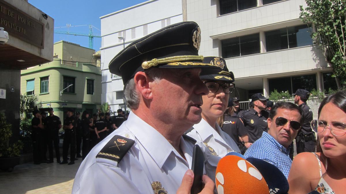 CANARIAS.-El Jefe de la Policía Nacional en Canarias cree que ahora solo se podría acoger a migrantes en un acuartelamiento
