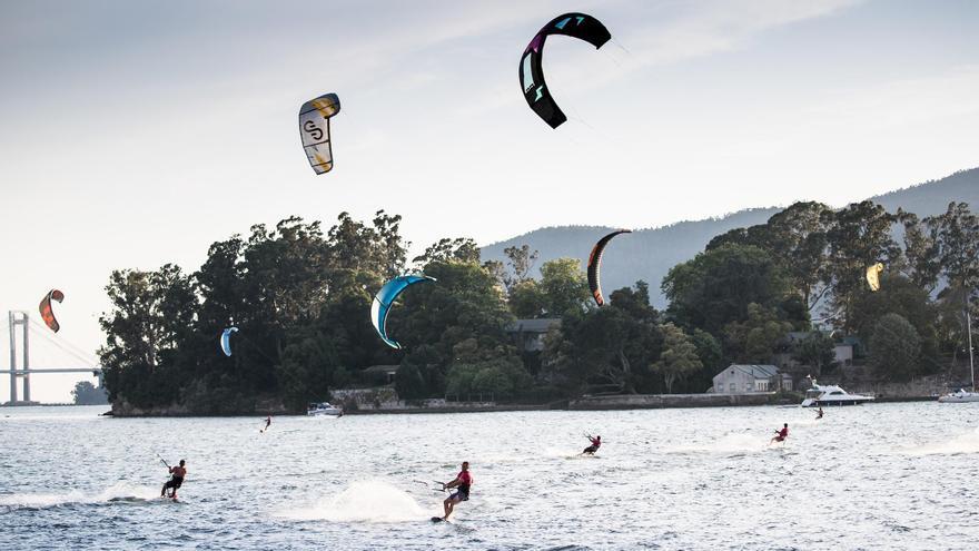 El TMKiteClub estrena mañana la temporada de kitesurf en Cesantes