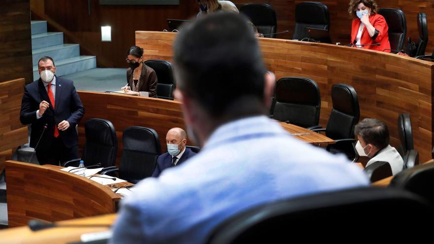 Barbón promete presentar de aquí al verano la ley que simplificará los trámites administrativos