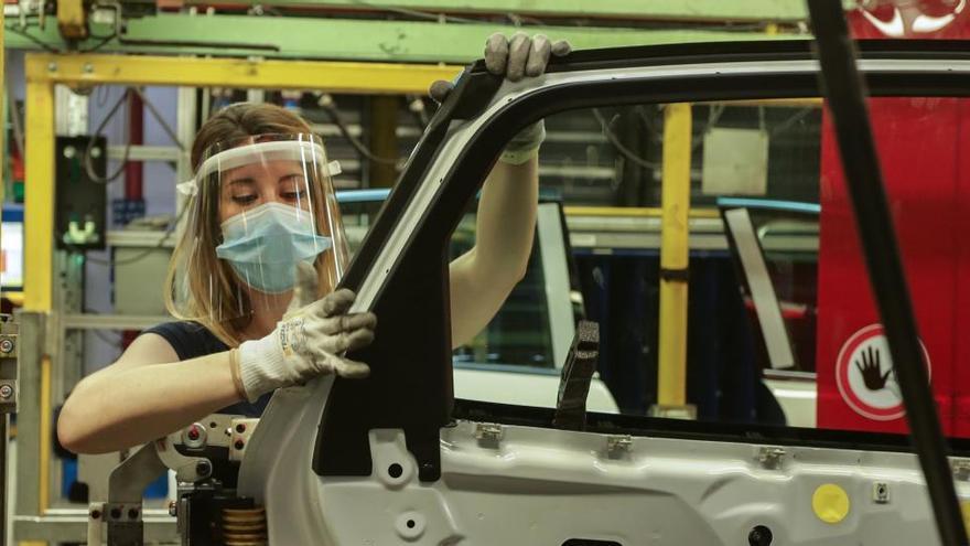 Las matriculaciones de coches caen un 10% en agosto y un 40% desde enero