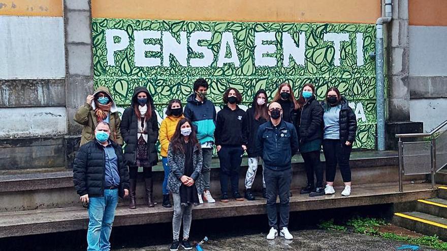 Alumnos de A Paralaia recurren al arte para sensibilizar sobre el clima